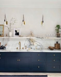 Want a Navy Blue Kitchen? You're Not Alone — Here Are the Best Paint Colors If you're considering a navy blue kitchen, look no further than these inspiring spaces and accompanying paint colors. Home Decor Kitchen, Interior Design Kitchen, Home Kitchens, Kitchen Sink, British Kitchen Design, Kitchen Cabinetry, Kitchen Counters, Kitchen Fixtures, Kitchen Shelves