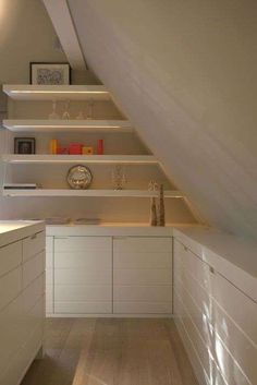 6 Fabulous Tricks Can Change Your Life: Attic Low Ceiling Built Ins attic window treehouse.Attic Before And After Floors attic closet modern. Attic Loft, Loft Room, Bedroom Loft, Attic Library, Attic House, Attic Office, Cabin Bedrooms, Garage Attic, Attic Apartment