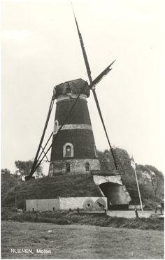 Nuenen Bergkorenmolen Roosdonk, Gerwenseweg Auteur(s) Maasakkers, F.J. (drukker); Jos Pé (fotograaf) Datering 1970