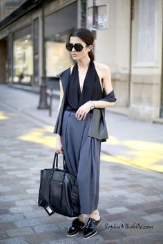 #aureliaakin #balenciaga #bag #london #women #fashion #women #style #look #outfit #streetfashion #chic #streetstyle #street #women #mode #femme #moda by #sophiemhabille European Street Style, Street Style Women, Daily Fashion, Fashion Women, London Women, Balenciaga Bag, Fashion Inspiration, Chic, Pants