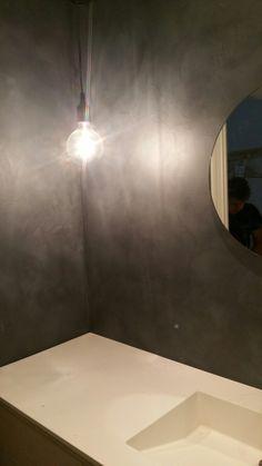 Microsement Oslo Toyen Medium Nero Pallido Concrete Design, Oslo, Bathroom Inspiration, Wall Lights, Bathtub, Medium, Lighting, Home Decor, Standing Bath
