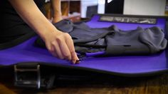 how to use your rollor suitroller. the rollor suitrolller is probably the best suitcarrier in the world, the first product with amazing anti...