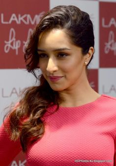 Shraddha Kapoor hot sexy photo hd new bollywood look. Prettiest Actresses, Beautiful Actresses, Bollywood Celebrities, Bollywood Actress, Shraddha Kapoor Cute, Sraddha Kapoor, Indian Beauty, Girl Pictures, Indian Actresses