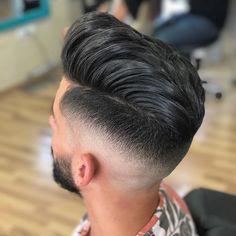 """Páči sa mi to: 257, komentáre: 1 – REÁLZATE (@realzate) na Instagrame: """"Hairstyle by Reálzate with @dafiu #fade #skinfade #barbershop #barber #pompadour #texture"""""""