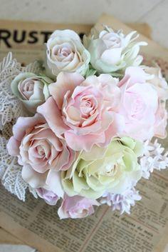クレイアーティストによる ウェディングアイテムのデザイン・製作 株式会社ウェディングファクトリー http://www.weddingpartyfactory.com/ クレイ(軽量樹脂粘土)は 繊細な見た目ながら、扱いやすく丈夫な素材です。 ・花嫁様の憧れである洋書の世界を製作 ・リアルウェディングから、装飾・撮影アイテムとして  ご利用いただいております ・オリジナルオーダーもお請けしております  (製作期間:約3週間) *お問合せ Mail:shopmaster@clayartwedding.net