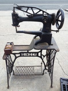 Industrial Sewing Machine Singer 29K51 | eBay I keep finding these old cobblers' 29k's for under $500!? I Want it sssooooooooo bad!!!!!