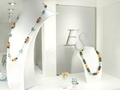 Shop windows of this week: turquoises, gold and corals jewels #finejewelry