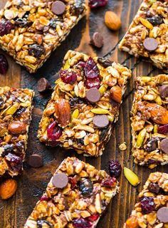 Chewy Trail Mix Peanut Butter Granola Bars with chocolate chips, oatmeal, and honey. Sweet, salty, and NO BAKE! Simple recipe that's perfect for healthy breakfasts and healthy snacks. {gluten free, dairy free, vegan, high protein} #wellplated #trailmix #granolabars #snacks