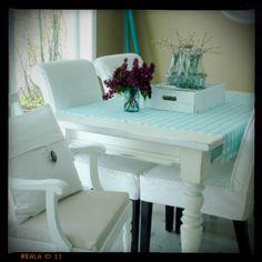 Oh how I love farmhouse tables!