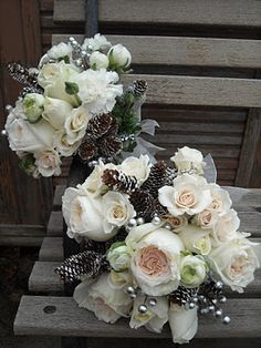 WINTER WEDDING ....Becky's Blossoms: Ashley's Wedding Bouquets