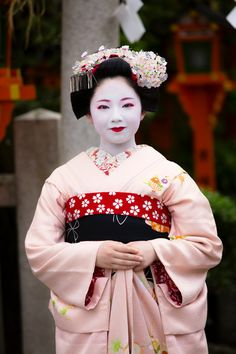 maiko-san in pink