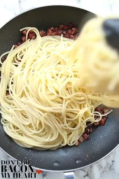This carbonara is ultra silky and creamy without using a touch of cream! food recipe videos Carbonara (Creamy, Without Cream! Quick Pasta Recipes, Cheesy Recipes, Healthy Dinner Recipes, Chicken Recipes, Cooking Recipes, Oven Cooking, Cooking Light, Mexican Food Recipes, Italian Recipes
