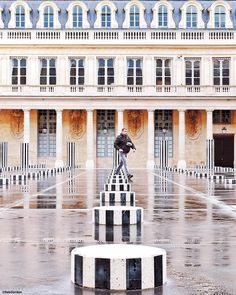 Street lines  #Paris #parisweloveyou #Parigi #巴黎 #パリ #파리 #باريس #Париж #פריז #streetphotography #colonnesdeburen #palaisroyal #parisians #SymmetricalMonsters #symmetrykillers by seb_gordon