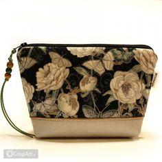 OC na rower Bags, Fashion, Handbags, Moda, Fashion Styles, Fashion Illustrations, Bag, Totes, Hand Bags