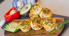 Ingredientes: — Seis ovos; — Seis colheres de farinha e aveia integral; — Cebolinho picado (a gosto); — Salsa picada (a gosto). Modo de preparação: Comece por bater os ovos juntamente com a salsa e o cebolinho picado e a pimenta. Depois, em formas, coloque a gosto uma desta opções (ou varie de forma para … Continued