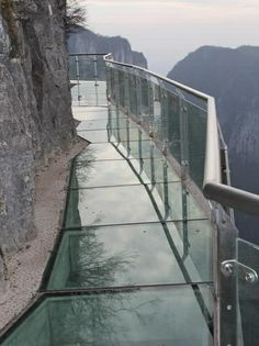 Pathway along asheer mountainside in China, made of glass    WOW!!!!!!!!