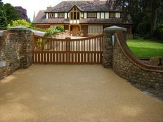 Horsham Driveways provide this stunning driveway surface with our quality guarentee. Get your free Driveway Quote today! Resin Driveway, Driveway Paving, Driveway Design, Driveway Entrance, Entrance Ways, Resin Bound Gravel, Resin Bound Driveways, Hot Tub Surround, Dry Stone
