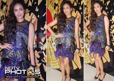 Elle Awards 2012: Jiah Khan looks pretty in Falguni And Shane Peacock. What is not so nice though is her visible lingerie.