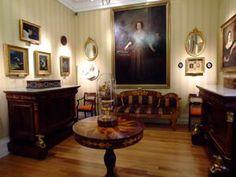 """Museo del Romanticismo, Sala XVII,  El Gabinete de Larra Esta sala está dedicada al considerado mejor escritor y periodista romántico de España, Mariano José de Larra, también conocido por los pseudónimos de """"Fígaro"""" o """"El Pobrecito Hablador""""."""