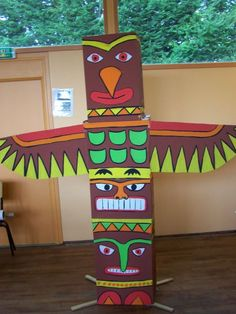 totempaal / totem pole make with cereal boxes