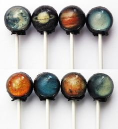 Go on a voyage through our sweet solar system which tastes surprisingly delicious. These 10-piece lollipop sets are completely edible and include images of the Sun, Mercury, Venus, Earth, Mars, Jupite