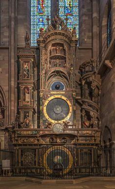 ストラスブール大聖堂の天文時計 世界最大の天文時計の1つ。現在の時計は1838年〜1843年に作られた。天文学的部分は非常に正確で閏年や分点など様々な天文データを計算でき、単なる時計ではなく複雑な計算機になっている。 #世界遺産