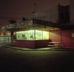 Great photo, reminds me of that Edward Hopper painting