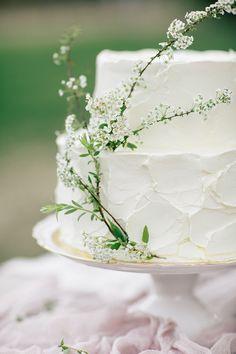 wedding cake with minimal flowers - photo by Sonya Khegay Photography http://ruffledblog.com/spring-garden-wedding-in-moscow