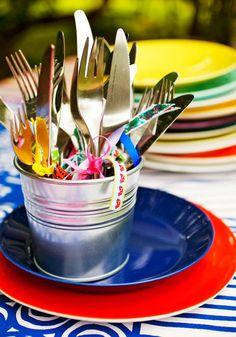 Kesäjuhlien kattaus SK 5-6/13 liite Toothbrush Holder