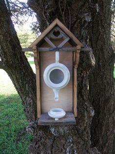 Rustikale verwitterten Teekanne Vogelhaus
