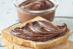 It's easy to make your own gourmet chocolate peanut butter at home. Put it in a fancy jar, and it's great for gifts, bake sales, or fund-raisers. Chocolate Peanut Butter Cup Recipe, Mini Chocolate Chip Muffins, Peanut Butter Cookie Bars, Chocolate Candy Recipes, Homemade Peanut Butter, Melting Chocolate Chips, Peanut Butter Recipes, Homemade Chocolate, Chocolate Spread