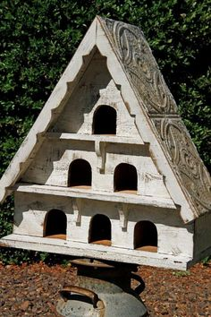 Antique style dovecote large bird house by LynxCreekDesigns Bird House Plans, Bird House Kits, Cottage Chic, Chic Chalet, Large Bird Houses, Bird House Feeder, Bird Feeders, Bird Aviary, Kit Homes