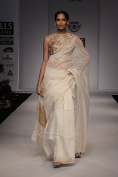 This time's collection is going to be on rajputana tribes.A tribe which had furnished warriors , or was politically dominant in a particular region can justly call itself a RAJPUTANA TRIBE. Indian Fashion Trends, Ethnic Fashion, Asian Fashion, Fashion Styles, Women's Fashion, Indian Dresses, Indian Outfits, Indian Attire, Indian Wear