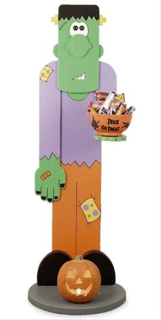 """Make this adorable foot tall """"Plank Frank"""" to have by your door as you greet the trick-or-treaters. He holds a candy bowl and will make Halloween that much more fun. With Gizmoplans full-sized trace and cut woodcraft patterns, you can DIY! Fall Wood Crafts, Halloween Wood Crafts, Christmas Wood Crafts, Halloween Signs, Outdoor Halloween, Halloween Projects, Halloween Candy, Holidays Halloween, Vintage Halloween"""