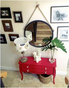 Escalera, deco, planta, mesa, portarretratos, cuadro, espejo