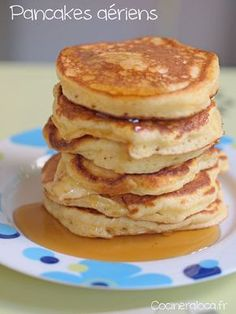 I finally found my ultimate pancake recipe! In fact, all the ones I have tried so far have been overwhelming and not as airy as the pancakes you see in the photo. To achieve this result, I was inspired by these recipes and I will give you the s Savory Waffles, Pancakes And Waffles, Brunch Recipes, Breakfast Recipes, Pancake Recipes, Beurre Vegan, Pastry And Bakery, Sweet Breakfast, Pancake