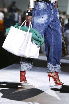 Ready To Wear Spring Summer 2015 Milan Outfit Jeans, Lässigen Jeans, Mode Jeans, Denim Fashion, Runway Fashion, Fashion Tips, Milan Fashion, Fashion Fashion, Korean Fashion
