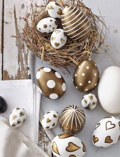 25 cute and modern Easter eggs to surprise your kids - 25 cute and modern Easter eggs to surprise your kids - Egg Crafts, Easter Crafts, Diy Osterschmuck, Easter Egg Designs, Diy Easter Decorations, Diy Ostern, Egg Art, Easter Holidays, Easter Party