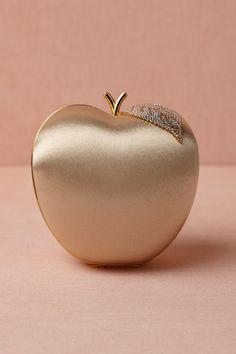 clutch apple women handbags and purses Fashion Bags, Womens Fashion, Fashion Trends, Dolly Fashion, Bridal Clutch, Wedding Clutch, Bhldn, Beautiful Bags, Belle Photo