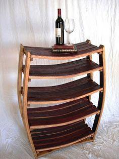 Mueble elaborado con la madera de un viejo barril.
