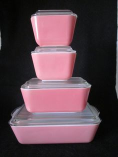 Love the pink pyrex! I do have 3 pieces from this set. Color Magenta, Rose Fuchsia, Color Rosa, Pink Love, Pretty In Pink, Hot Pink, Vintage Dishes, Vintage Kitchen, Vintage Pyrex