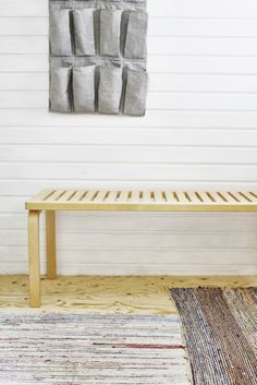 bench - under kitchen window? And organising bag Chair Bench, Outdoor Furniture, Outdoor Decor, Entryway Bench, Armchair, Sweet Home, Carpet, Colours, Interior Design