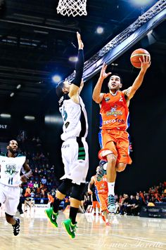 Southland Sharks' Luke Martin in the game against Manawatu Jets at Stadium Southland. Shark S, Jets, Basketball Court, Game, Sports, Hs Sports, Sport, Gaming, Games