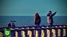 Contemplando el espectáculo natural de la fuerza del mar...