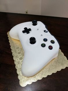 Post with 71 votes and 4236 views. Tagged with gaming, cake, xbox, creativity, eat what you want; Bolo Xbox, Xbox One Cake, Bolo Barbie, Cake Albums, Xbox Controller, Cakes For Boys, Birthday Parties, Birthday Cakes, Birthday Ideas