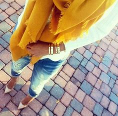 yellow scarf + chic look Style And Grace, Style Me, Trendy Style, Autumn Winter Fashion, Spring Fashion, Winter Style, Fall Outfits, Cute Outfits, Denim Heels