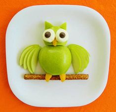 Kitchen Fun With My 3 Sons: Apple Owl .Hoot Hoot Eat Some Fruit! cute snacks for kids Edible Crafts, Food Crafts, Edible Food, Edible Art, Kids Crafts, Toddler Meals, Kids Meals, Cute Food, Good Food