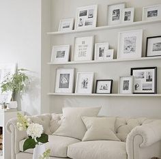 6 Attractive Tips AND Tricks: Floating Shelf Entryway Shoe Racks floating shelves decoration inspiration.Floating Shelves Over Tv Small Spaces black floating shelf bookshelves.How To Decorate Floating Shelves In Living Room. Decoration Bedroom, Wall Decor, Diy Wall, Picture Shelves, Ikea Picture Ledge, Photo Shelf, Shelves For Pictures, Modern Picture Frames, Family Room