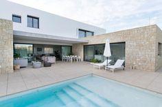 Hoy os hablamos de las ventajas de las casas modulares. Las alternativas a la vivienda tradicional de ladrillo y cemento cada vez están ganando más adeptos en España. Ser energéticamente más eficie…