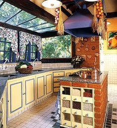 I'd change the colors and the tile but other wise this is a nice kitchen. Rustic Kitchen, Country Kitchen, Kitchen Decor, Nice Kitchen, Future House, My House, Vintage Country, Green Building, Kitchen Interior
